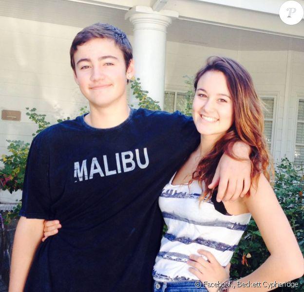 Beckett Cypheridge et sa soeur Bailey sur Facebook. Le 23 décembre 2013.