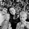 Beckett Cypheridge en famille, avec sa soeur Bailey. Facebook. Le 30 juin 2014.