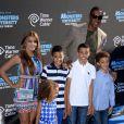 Scottie Pippen entouré de sa petite famille lors de la première de 'Monsters University' au El Capitan Theatre de Los Angeles, le 17 juin 2013