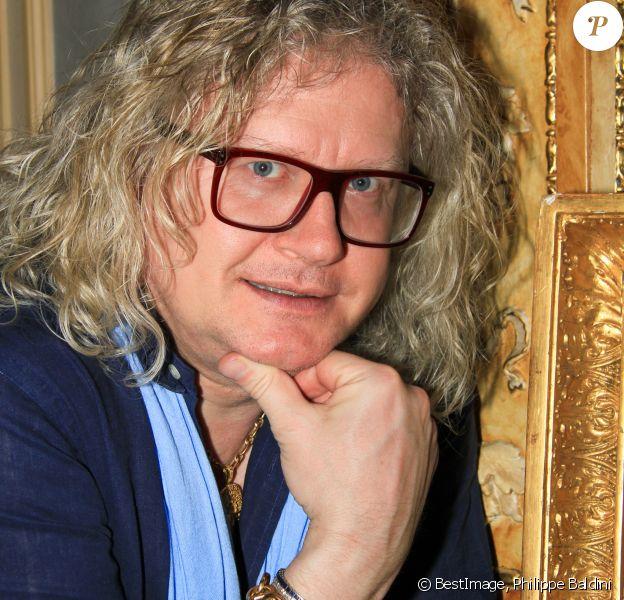 Exclusif - Pierre-Jean Chalençon fait sa cuisine au palais Vivienne pendant l'épidémie de coronavirus (COVID19) le 18 avril 2020. © Philippe Baldini / Bestimage