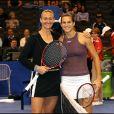Amélie Mauresmo remporte la finale du WTA Tour Masters contre Mary Pierce au Staples Center de Los Angeles, le 13 novembre 2005.