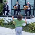 Eva Longoria et son mari Jose Antonio Baston célèbrent leur 4e anniversaire de mariage avec leur fils Santiago. Mai 2020.
