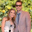 """Justin Hartley et sa femme Chrishell Stause au photocall de la 10e édition de la soirée """"Veuve Clicquot Polo Classic"""" à Los Angeles, le 5 octobre 2019."""