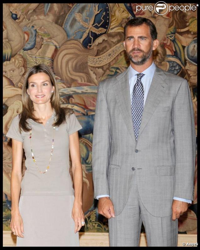 Letizia d'Espagne et son mari Felipe très en forme pour leur première apparition depuis leurs vacances !