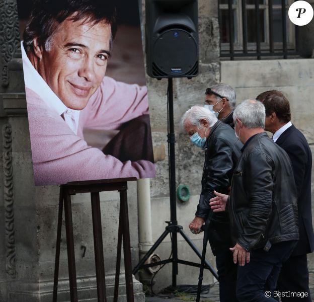 Jean-Paul Belmondo - Hommage à Guy Bedos en l'église de Saint-Germain-des-Prés à Paris le 4 juin 2020.