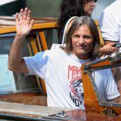 """L'excellent Viggo Mortensen arrive à Venise... et indique """"la route"""" à suivre ! Regardez !"""