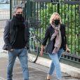 Emmanuelle Béart et son compagnon Frédéric Chaudier - Hommage à Guy Bedos en l'église de Saint-Germain-des-Prés à Paris le 4 juin 2020. 04/06/2020 - Paris