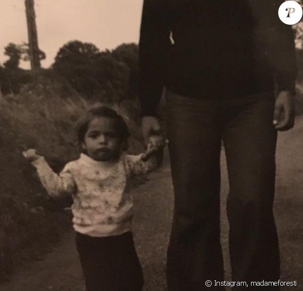 Dimanche 7 juin 2020, Florence Foresti a partagé des photos de sa maman pour la fête des Mères, sur Instagram.