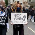 Cathy Guetta a manifesté avec David Guetta et leurs enfants Elvis et Angi à Londres contre le racisme et les violences policières. Juin 2020.