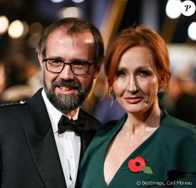 """J.K. Rowling et son mari Neil Murray lors de l'avant première mondiale du film """"Les animaux fantastiques : Les crimes de Grindelwald"""" au cinéma UGC Bercy à Paris le 8 novembre 2018. © Cyril Moreau / Bestimage"""