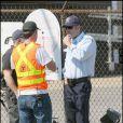 Ben Affleck en flic fait semblant de réfléchir, sur le tournage de  The Town , à Boston, en septembre 2009 !