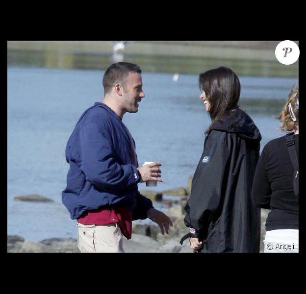Ben Affleck et la très belle Rebecca Hall s'entendent comme deux larrons en foire sur le tournage de The Town, à Boston, en septembre 2009 !