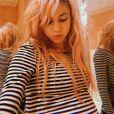 La chanteuse Grimes, enceinte. Avril 2020.