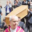 Catherine Lachens, Mathias Maréchal (fils de Marcel Maréchal) - Sorties des obsèques de Marcel Maréchal en l'église Saint-Roch. Paris, le 19 juin 2020.