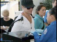 Ryan Philippe : A l'aéroport, il charme une responsable de la sécurité, et... ça marche !