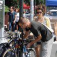 Marisa Tomei et son compagnon Logan Marshall-Green, sur un vélo dans les rues de New York ! Trop mignon !