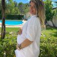 Emilie Fiorelli enceinte et souriante sur Instagram, le 3 mai 2020