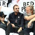 """Yoko Ono, Ringo Starr et Jeff Bridges, au côté du photographe Henry Diltz et du maire de New York Bill de Blasio, ont reconstitué le célèbre """"Bed-in for Peace"""" de John et Yoko en 1969, protestant à l'époque contre la guerre menée par les Etats-Unis au Viêt Nam. Le 13 septembre 2018."""