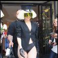 Malgré le vent qui souffle sur la capitale, rien n'effraie Lady Gaga : elle sort à moitié nue !