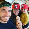 """Julie et Denis de """"Pékin Express"""" avec leur fille Déa, le 7 avril 2020, sur Instagram"""