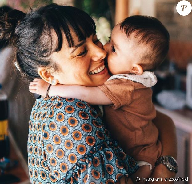 Alizée avec sa fille Maggy (6 mois), le 24 mai 2020.
