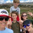 Reese Witherspoon en famille sur Instagram pour ses 44 ans, le 22 mars 2020.