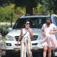 Exclusif - Lea Michele, enceinte, se balade avec son mari Zandy Reich et sa mère Edith. Santa Monica, Los Angeles, le 6 juillet 2020.