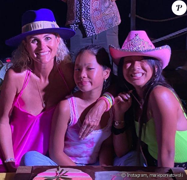 Laeticia Hallyday a organisé une grande fête d'anniversaire pour ses filles Jade et Joy, qui ont récemment eu 16 et 12 ans, à Saint-Barthélemy. La grande soirée s'est déroulée le 7 août 2020. Marie Poniatowski, la marraine de Jade, était présente et a publié une photo sur Instagram le 8 août 2020.