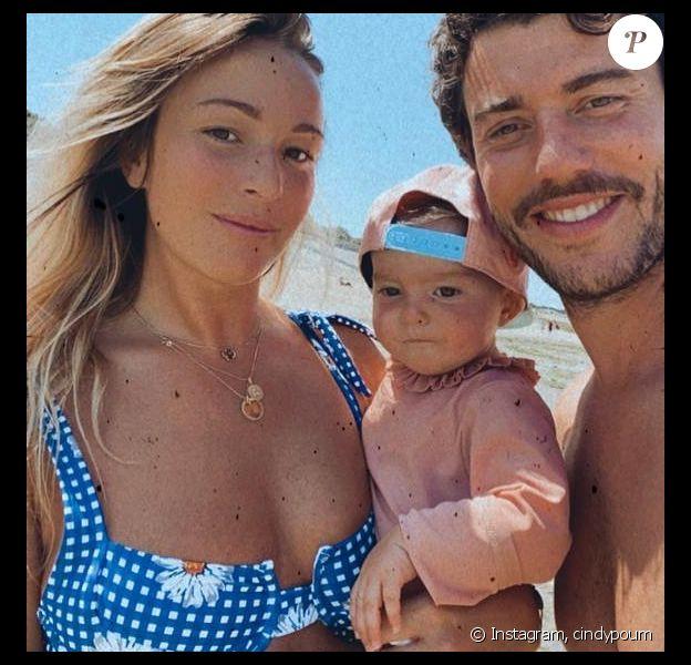 Cindy Poumeyrol, Alba et Thomas lors de leurs vacances à l'Île de ré, le 6 août 2020