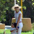 Miranda Rijsburger, la girlfriend de Julio Iglesias, et son fils à Marbella en compagnie de ses enfants (août 2009)