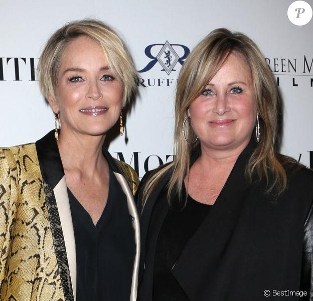 Sharon Stone et sa soeur Kelly Stone - Sharon Stone assiste à la première de ''Mothers And Daughters'' à Los Angeles le 28 avril 2016. @Zuma Press / BestImage