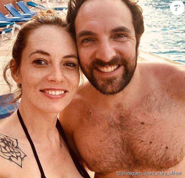 David Mora pose avec sa chérie Davina, en vacances à la piscine sur Instagram