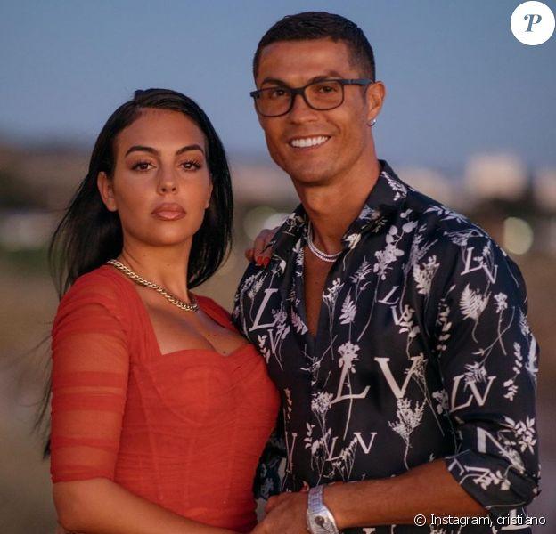 Cristiano Ronaldo a partagé cette photo de lui avec sa chérie Georgina, sur Instagram.