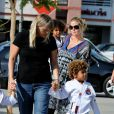 """""""Heidi Klum : même enceinte jusqu'aux yeux, elle est très active avec ses enfants ! Le 15/09/09 à Los Angeles """""""