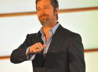 Brad Pitt continue son show en Espagne : élégant, décontracté, bien chaussé... mais très poilu !