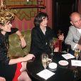 John Malkovich, sa compagne Nicoletta et leur fils Loewy à Paris en 1999.