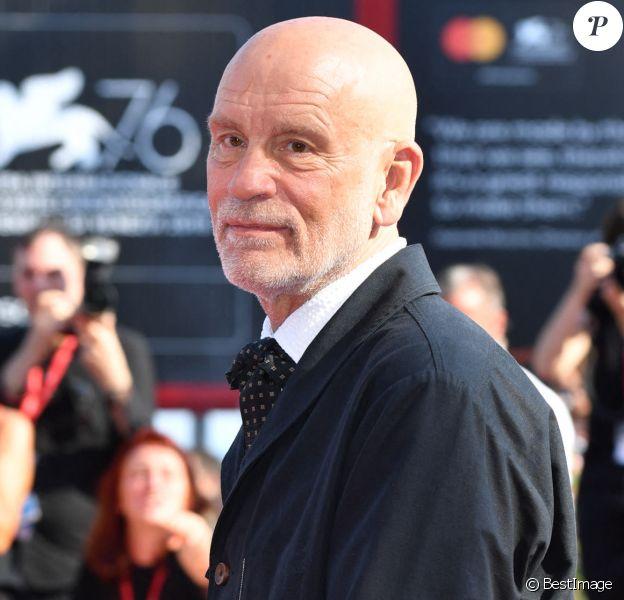 """John Malkovich lors de la première de la série """"The New Pope"""" lors de la 76e édition du festival du film de Venise, la Mostra, sur le Lido de Venise, Italie."""