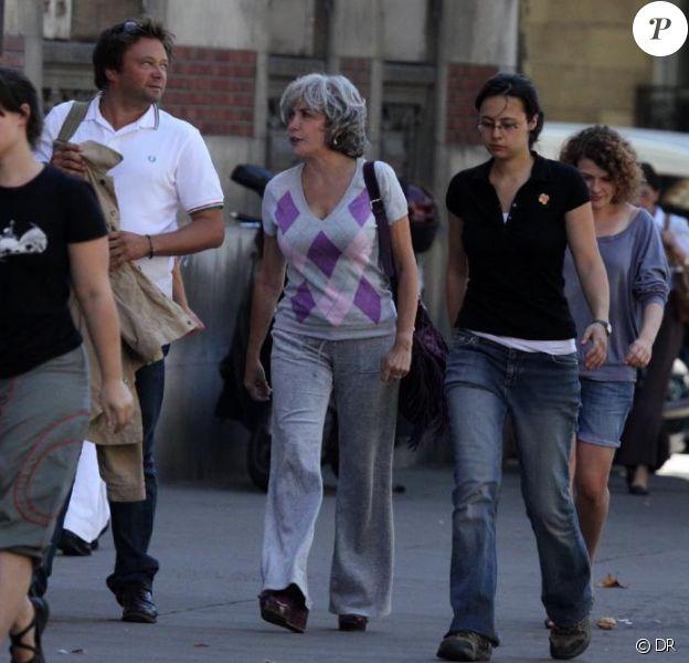 Liane Foly, déguisée, est sur le tournage du téléfilm A 10 minutes de la plage. Septembre 2009