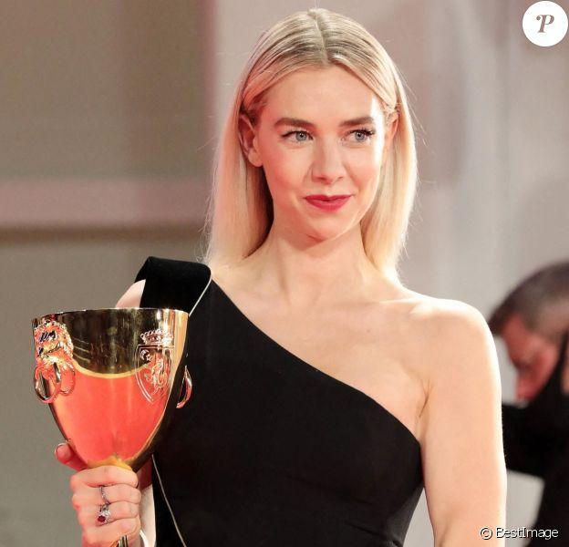 """Vanessa Kirby (Coupe Volpi pour la meilleure interprétation féminine pour le film """"Piece of a Woman"""") dans la Press Room du 77ème Festival International du Film de Venise (Mostra), le 12 septembre 2020."""