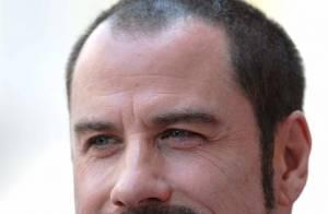 John Travolta: témoignage poignant durant le procès de ses maîtres-chanteurs... Il a admis que son fils était autiste... Regardez !