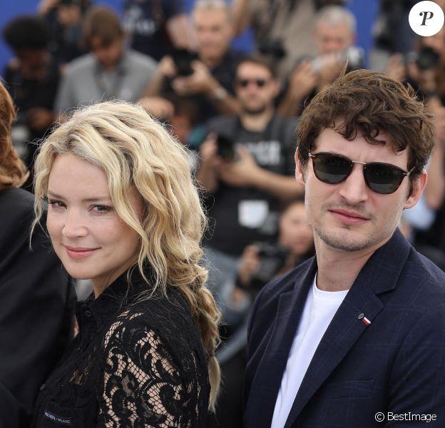 """Virginie Efira et son compagnon Niels Schneider au photocall de """"Sibyl"""" lors du 72e Festival International du Film de Cannes. © Dominique Jacovides/Bestimage"""