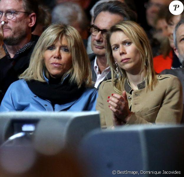 """Brigitte Macron (Trogneux) et sa fille Tiphaine Auzière - Le candidat du mouvement """"En Marche!"""" Emmanuel Macron en meeting au Zénith à Lille. © Dominique Jacovides / Bestimage"""