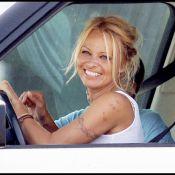 Sans make-up, Pamela Anderson est une vraie bombe et lorsqu'elle défile... c'est sans vêtement ! Regardez ! Elle n'est pas en faillite...