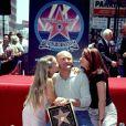 Phil Collins avec ses filles Lily et Joely à Hollywood Boulevard. Los Angeles.