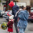 Exclusif - Ryan Gosling avec sa femme Eva Mendes et leurs enfants Esmeralda font du shopping à Los Angeles le 14 février, 2019.