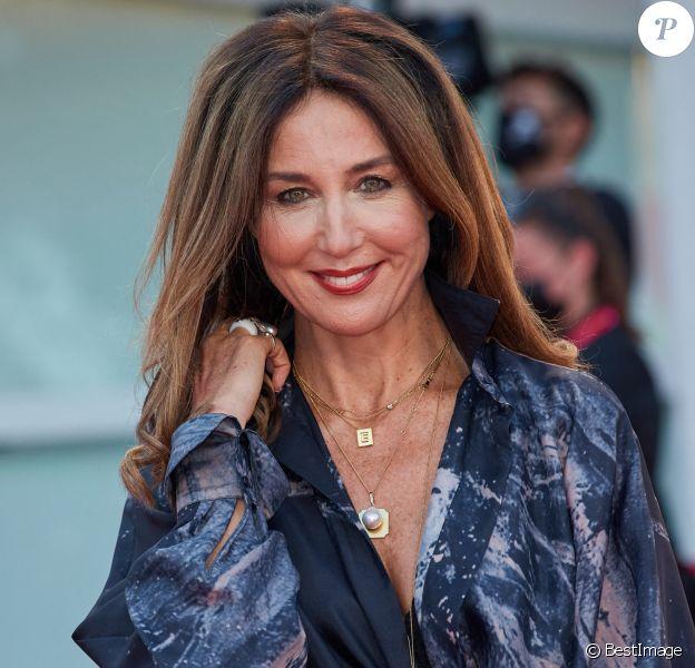 """Elsa Zylberstein - Red carpet du film """"Padrenostro"""" lors de la 77ème édition du Festival international du film de Venise, la Mostra."""