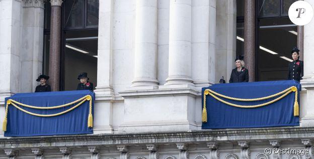La reine Elisabeth II d'Angleterre, Camilla Parker Bowles, duchesse de Cornouailles, Catherine Kate Middleton, duchesse de Cambridge lors de la cérémonie de la journée du souvenir (Remembrance Day) à Londres le 8 novembre 2020.