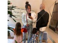 """Amel Bent : """"Maman complètement à l'ouest"""", elle fait une bourde énorme"""