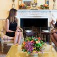 Melania Trump et Michelle Obama prennent le thé dans la Yellow Oval Room (le salon ovale jaune) à la Maison Blanche alors que leurs maris (Donald Trump et Barack Obama) discutent dans le Bureau ovale à Washington, The District, Etats-Unis, le 10 novembre 2016.