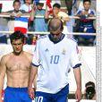 Bixente Lizarazu et Zinédine Zidane en équipe de France en juin 2002.